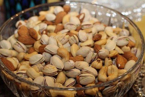 Kacang Almond di Mangkuk