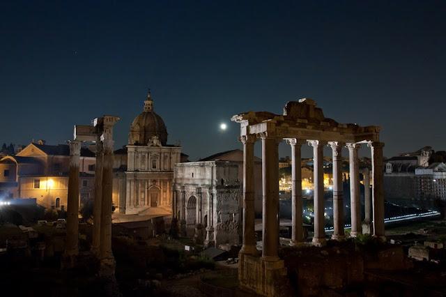 Foro Romano iluminado