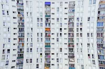 városi élet, lakónegyed, szomszédok, csendzavarás,