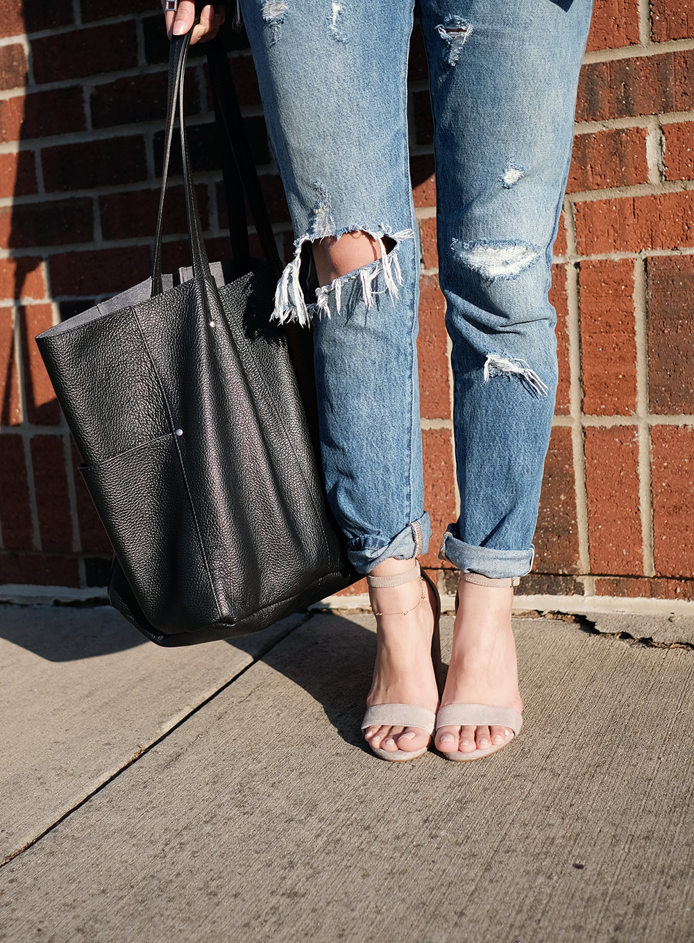 american eagle wander leather tote, steve madden carrson block heel sandals, levis 501 skinny