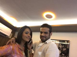 Foto Karan Patel dengan Istrinya