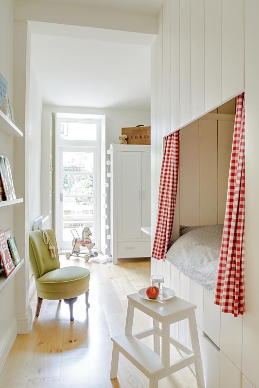 Deconi os aprovechar espacios dif ciles en su habitaci n for Cama bajo escalera
