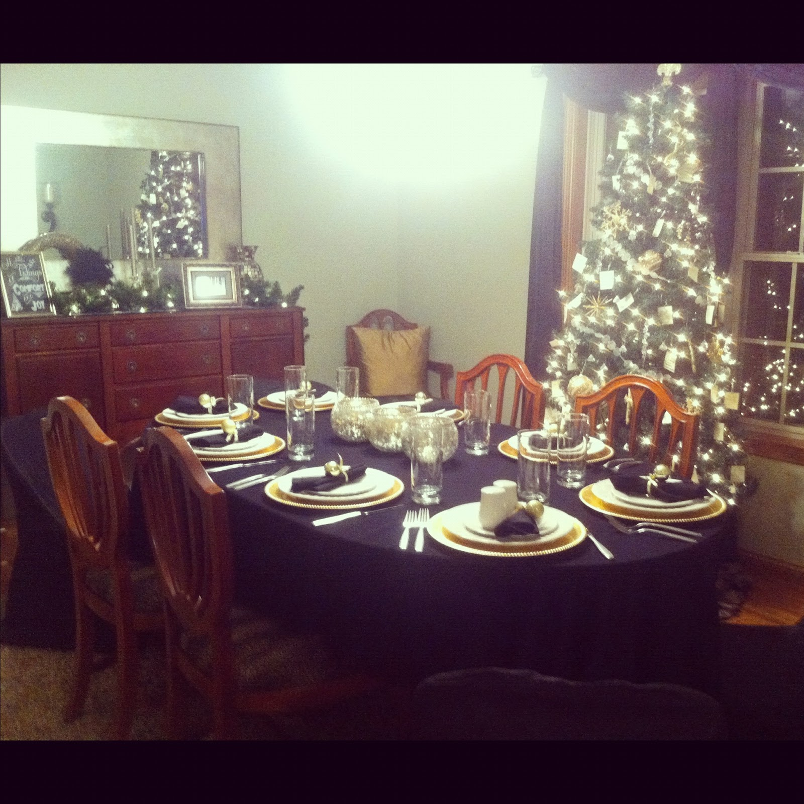 Messy Dining Room: ~ I'M NOT MESSY... I'M JUST BUSY ~: Progressive Christmas