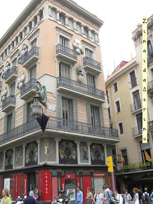 barcelona-casa-cu-umbrele-2