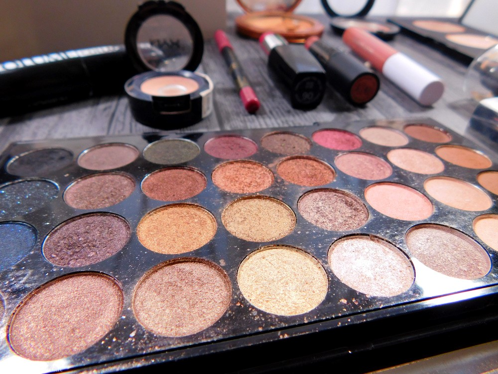 Make Up Revolution Eyeshadow Palette Flawless