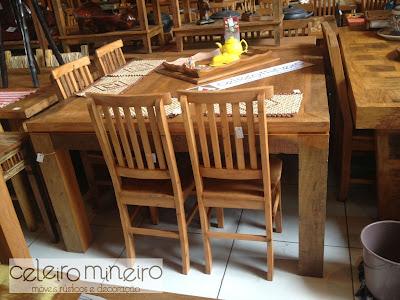 mesa reta em madeira de demolição com acabamento semi rústico