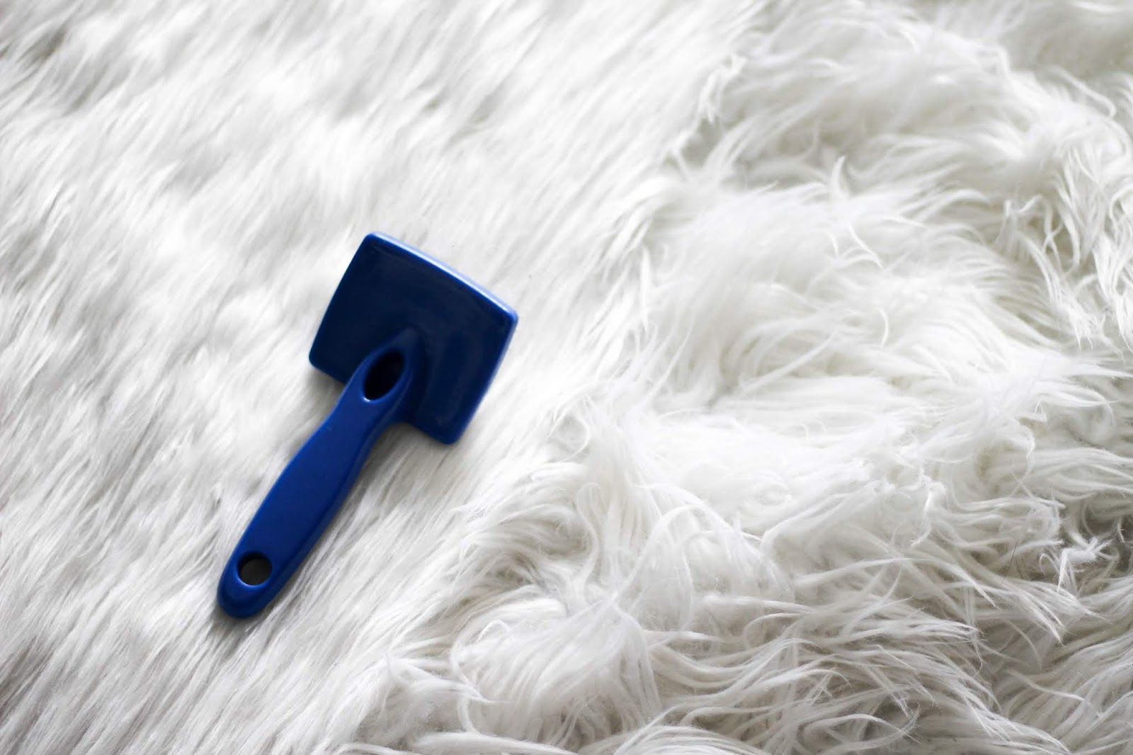 How To Clean A White Faux Fur Rug