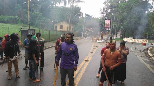 """#DemarcaçãoJá: Índios da Aldeia Guarani no Jaraguá, em São Paulo, protestaram pela """"Demarcação Já"""""""