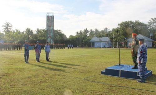 UPACARA BENDERA :  Segenap prajurit Lanud Supadio dan Pegawai Negeri Sipil (PNS) mengikuti Upacara Bendera Tujuhbelasan Bertempai di main Apron Lanud Supadio, Senin (19/3) .  Foto Kapentak Danlanud Supadio