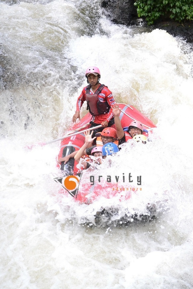 OUTBOUND DAN RAFTING DI BANDUNG GRAVITY ADVENTURE