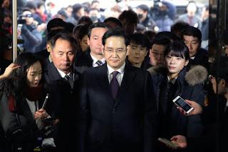 Samsung mirasçısı eski cumhurbaşkanının yolsuzluk davasında tanık olmayı reddetti
