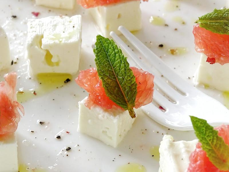 Sommer-Salat-Snack mit Feta, Grapefruit, Minze | 17 + 5 DIY-Nachmach-Ideen und Rezepte für den Juni und Juli | https://mammilade.blogspot.de