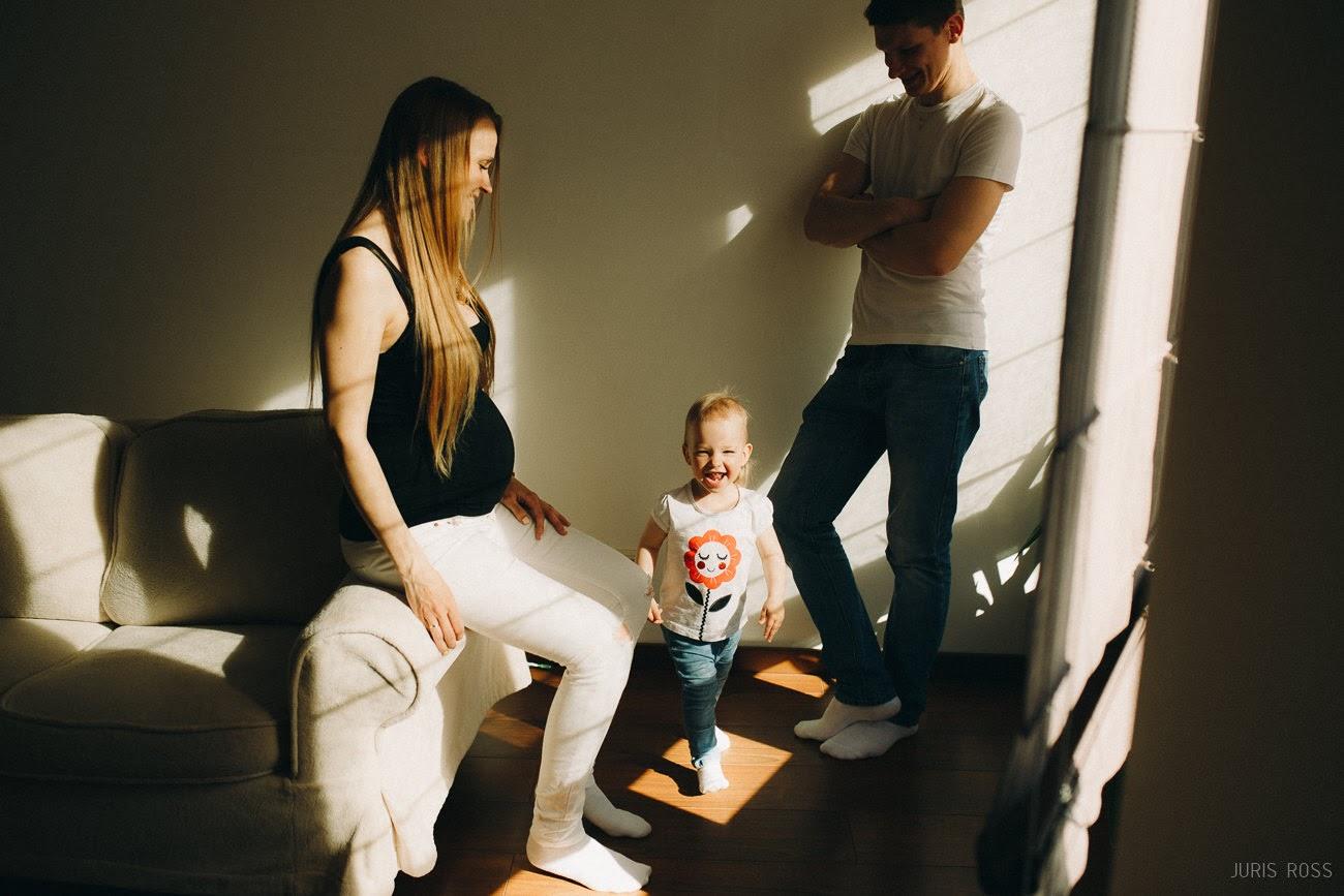 ģimenes fotosesija mājās