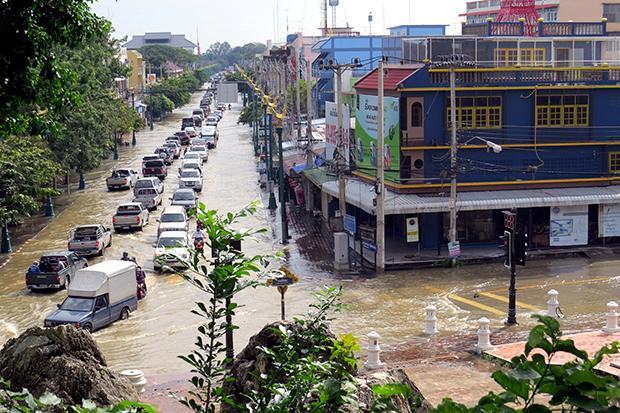Затопленая улица в городе Муанг