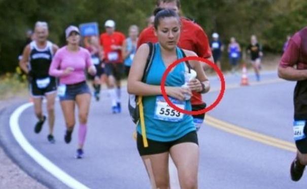 Penampakan di Dada Peserta Lari Maraton Ini Membuat Ibu-ibu Kagum, Fotonya Jadi Perhatian Dunia