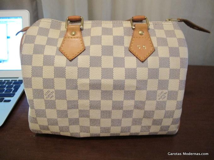 6728e3033 Há alguns meses atrás descobri através da minha amiga Daniela (que conheci  por causa do GM), que a Louis Vuitton tem um serviço gratuito de  personalização ...