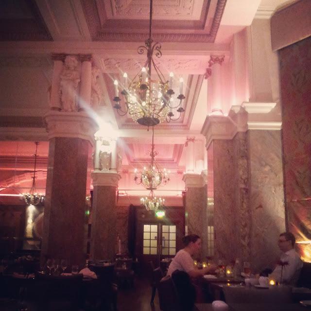 restaurant hotel russell