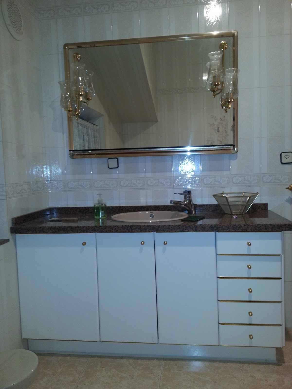 Renovar un viejo espejo de ba o for Espejo dorado bano