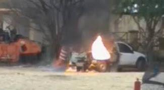 Em Ipu, carro pega fogo perto de posto de combustível na localidade de Barrinha.