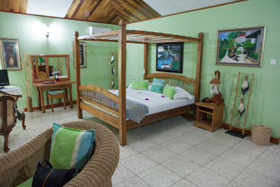 Wohnzimmer in unserem Bungalow des Patatran Village
