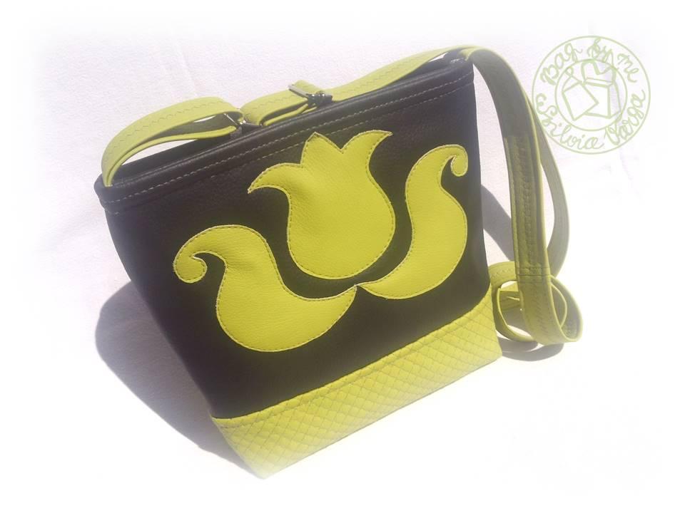 ... és fekete táska elkészültekor a2fe43a81b