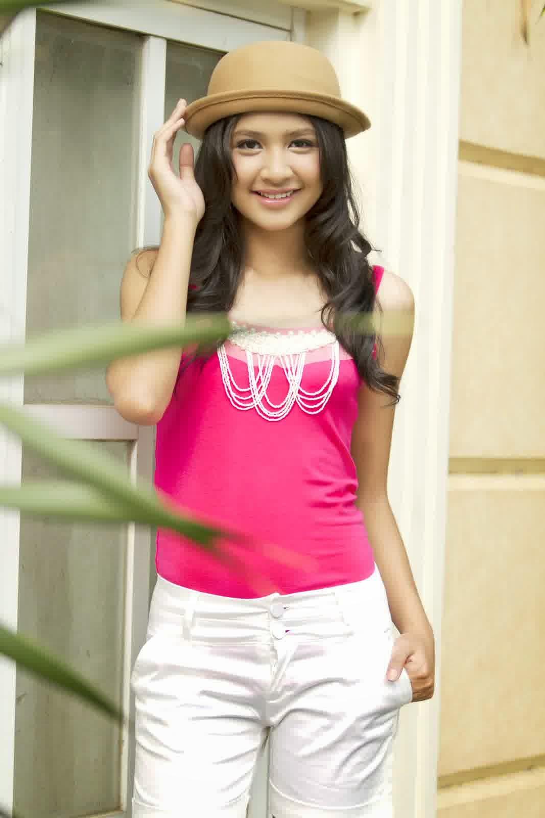 Foto Cantik Dan Imutnya Mikha Tambayong