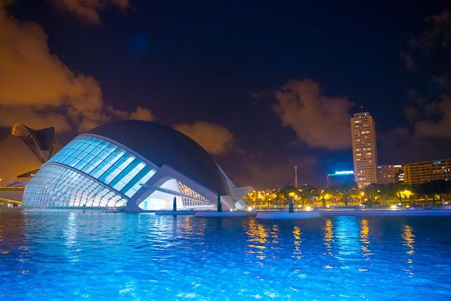 El Consell ha autorizado la suscripción del convenio de colaboración entre la Agència Valenciana del Turisme y la Asociación Empresarial Valenciana de Agencias de Viaje (AEVAV) para la realización de acciones de promoción y comercialización de paquetes turísticos de la Comunitat Valenciana.