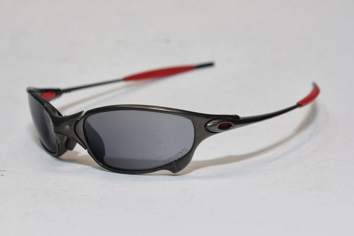 a1ceaf7c6f5eb Lightly used oakley Juliet Ducati Limited Edition Collectible item