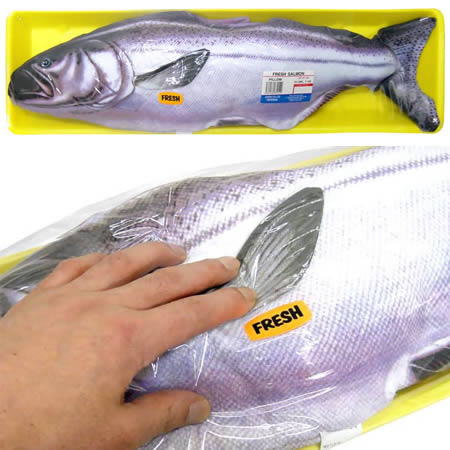 bantal ikan salmon, bantal berbentuk ikan, bantal untuk kaki pancing, bantal pelik tapi cool, bantla hotel penang,