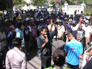 Puluhan Pengemudi Bentor Demo Tolak Sidang Tilang