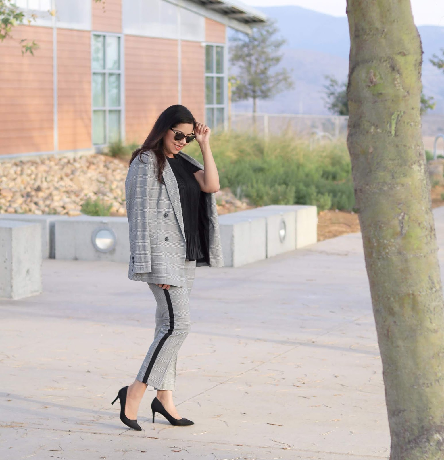 Career woman blogger, career chic, chic career clothes