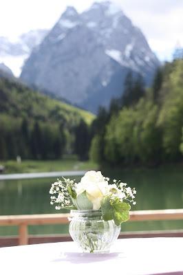 Hochzeitsempfang, Hochzeit, Instagram und Social Media, heiraten in Garmisch, Riessersee Hotel, Bayern, Berghochzeit, Natur, See, Mai