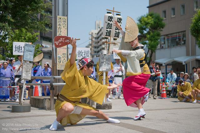 吹鼓連、高円寺駅北口広場での舞台踊り、スローの写真