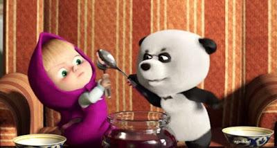 Gambar Wallpaper Masha dan Panda Rebutan Makanan