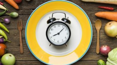 Waktu Makan dan Jenis Makanan Mana yang lebih Penting?