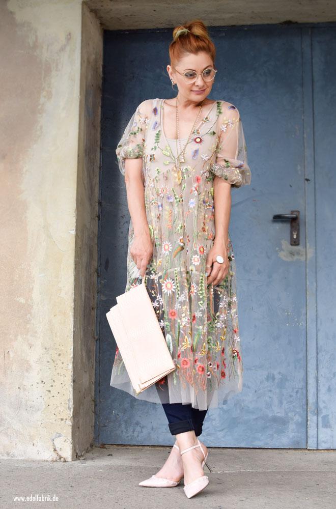 Transparentes Tüllkleid mit Blumenstickerei von H&M