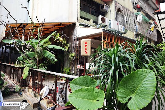 IMG 4795 - 【新竹美食】弄點咖啡COFFEE BAR -位於大遠百巷弄間的老屋咖啡廳,來這裡可以享受都市間的寧靜,甜點、飲品擺盤做工都非常的講究,價格也相當親民!