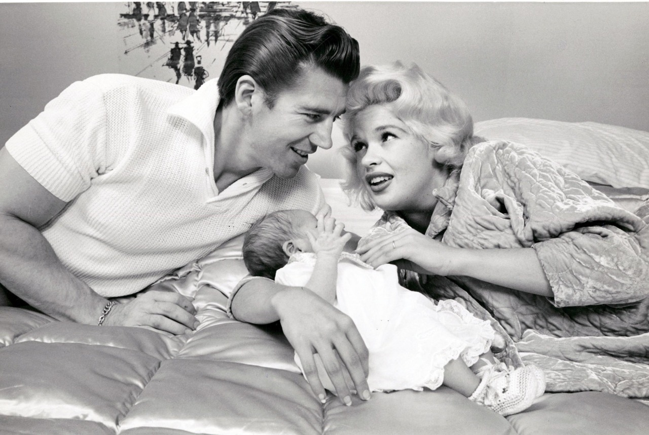 Lovely photos show everyday life of jayne mansfield with for Jayne mansfield and mickey hargitay