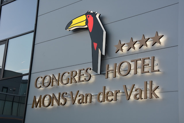 General Mons van der Valk