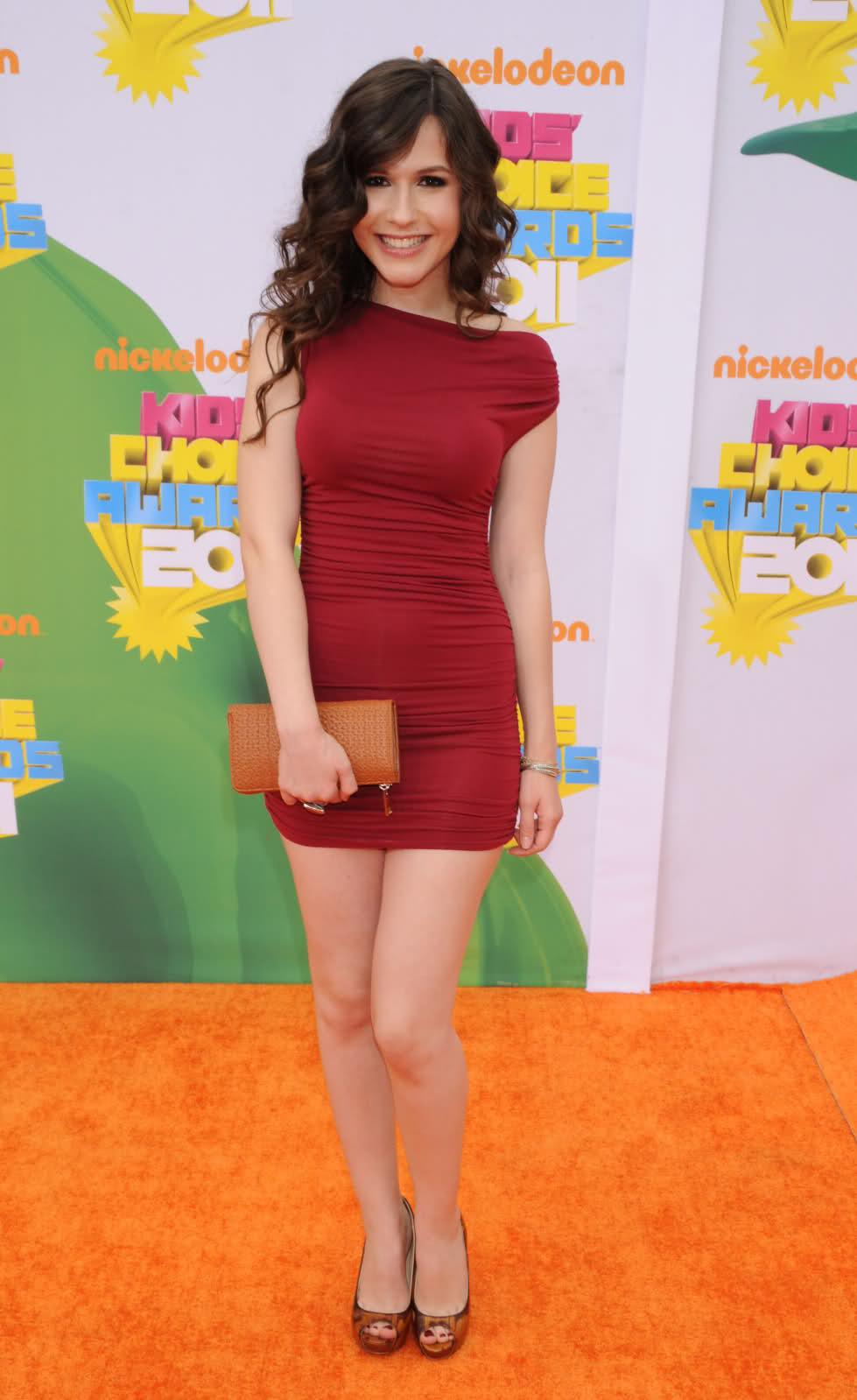 Erin Sanders: Erin Sanders Hot In Tight Dress