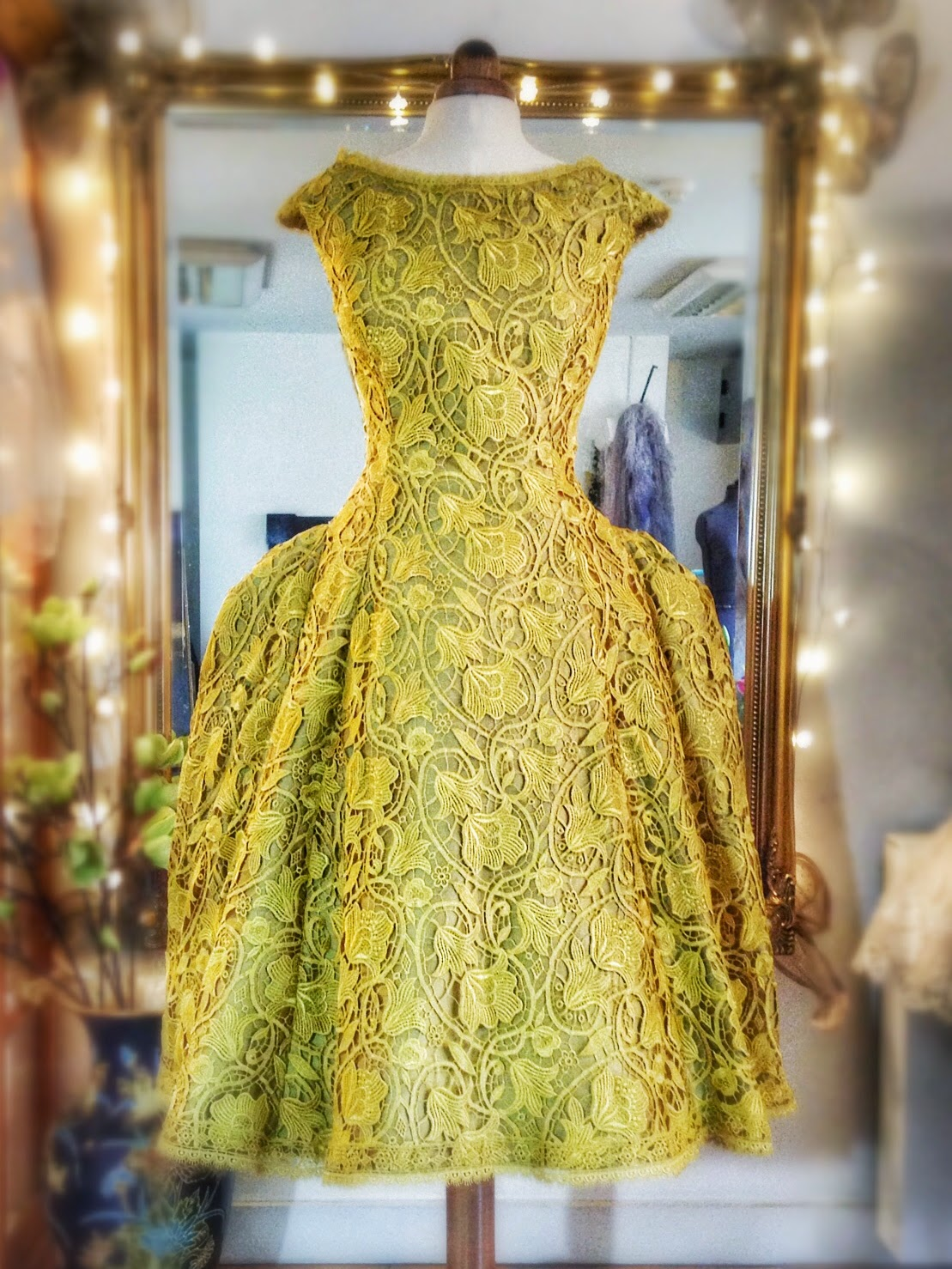 Charming charteuse april 22 2016 zsazsa bellagio like no other chartreuse lace and silk tea length wedding dress by joanne fleming design ombrellifo Images