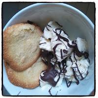 biscuits aux amandes et glace vanille chocolat