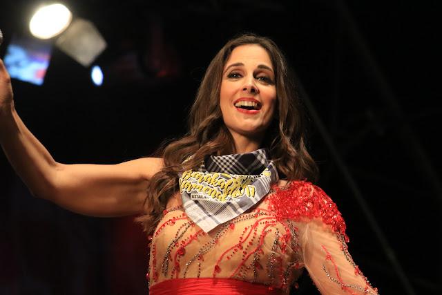 Nuria Fergó, con el pañuelo de las fiestas de Barakaldo