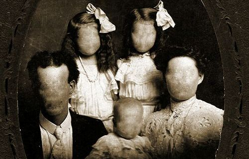 Foto Keluarga Paling Seram Di Dunia