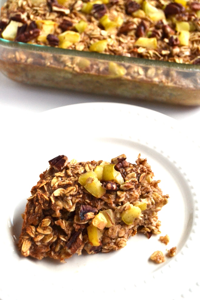 Apple Pecan Baked Oatmeal is easy to make, reheats well and makes a delicious breakfast. It is filled with soft baked apples, crunchy pecans and warm cinnamon flavor! www.nutritionistreviews.com