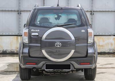 Eksterior Belakang Toyota Rush Edisi Keempat