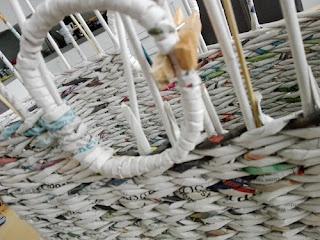 boodschappentas van papieren pijltjes, gerolde papierstroken