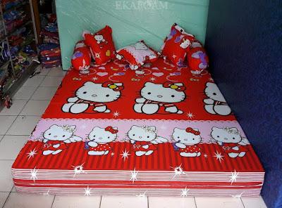 Sofa bed inoac motif Hello kitty merah posisi kasur