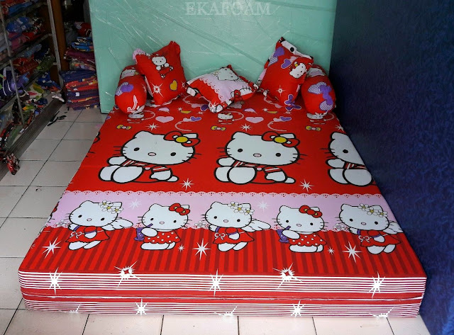 Sofa bed inoac motif Hello kitty merah posisi kasur