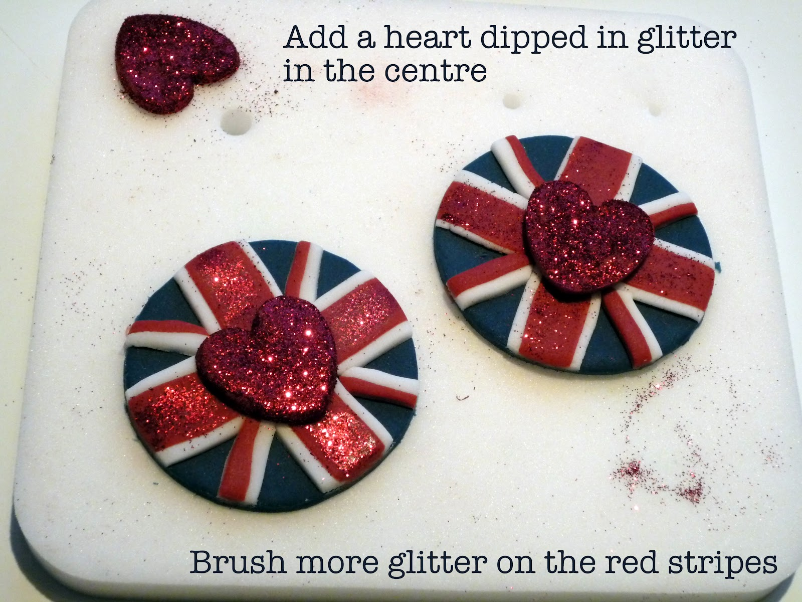 DIY Union Jack Fondant Cupcake Toppers - via BirdsParty.com